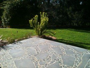 bluestone-crazy-paving-off-cut-material-300x225
