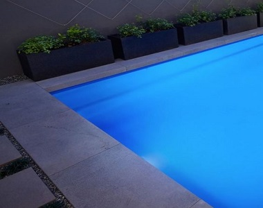 midnight bluestone drop face pool coping tiles, drop doqn pool coping pavers, blues tiles, dark tiles, black paver