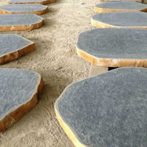 BLUESTONE EXFOLIATED NON SLIP SURFACE STEPPING STONES